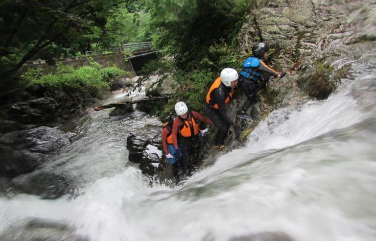 三谷渓谷シャワークライミング(キャニオニング)
