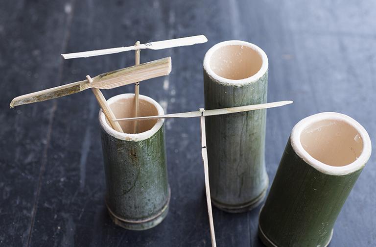 夏休みの工作に、竹トンボ作り。